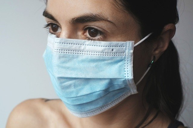 Should a person who has received two doses of anti-covid vaccine wear a mask?