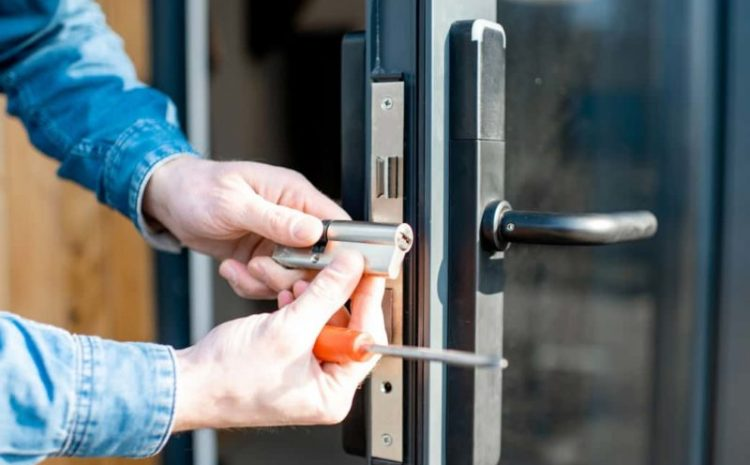 COST OF USING A LOCKSMITH SERVICE