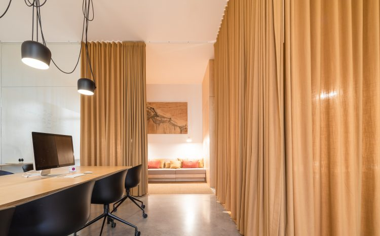 10 Benefits of Using Office Curtains